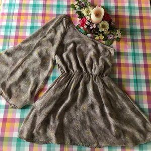 One-sleeved light lavender cinch-waisted dress