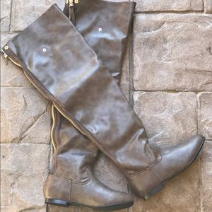 Boutique Shoes - Snap Cuff Over The Knee Flat Heel Boots