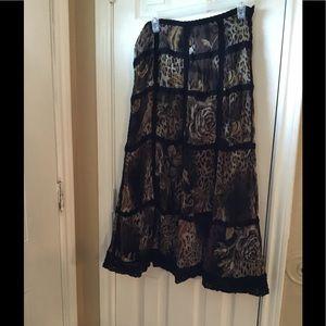 Alberto Makali Dresses & Skirts - Beautiful elegant print crochet details skirt