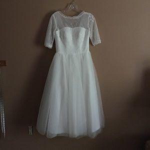 Dresses & Skirts - Vintage wedding dress