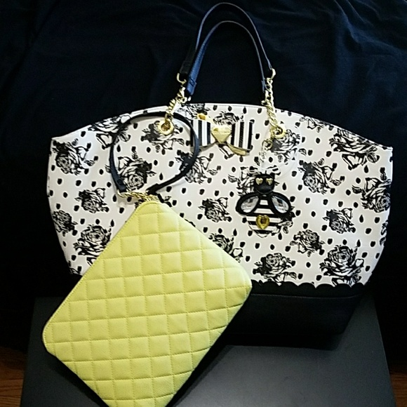 32% Off Betsey Johnson Handbags - Betsey Johnson Honey Bee Floral Tote With Pouch. From Alexu0026#39;s ...