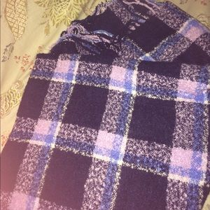 American Eagle Outfitters Accessories - Plush huge blanket scarf