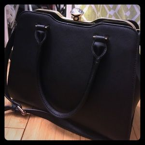 Handbags - Black cute bag 💼