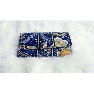 Vera Bradley Handbags - 💛NEW💛 Vera Bradley Blue Pattern Wallet!