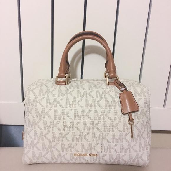 d823a5476b21c5 Michael Kors Bags | Kirby Medium Vanilla | Poshmark