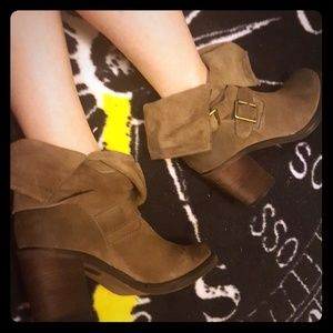 NEW Jeffrey Campbell suede boots size 7 😍