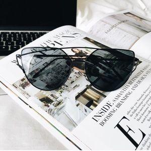Karis' Kloset Accessories - Accessories | Black on black cat eye sunnies