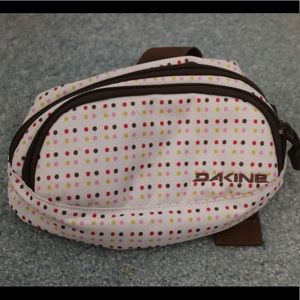 Dakine Handbags - NWOT Dakine Fanny Pack