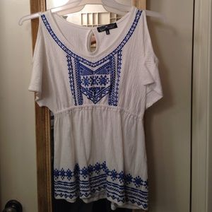 White short sleeve Boho top with blue trim