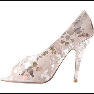 Jessica Simpson Shoes - ✨Sale✨Jessica Simpson- Beautiful Newport Heels