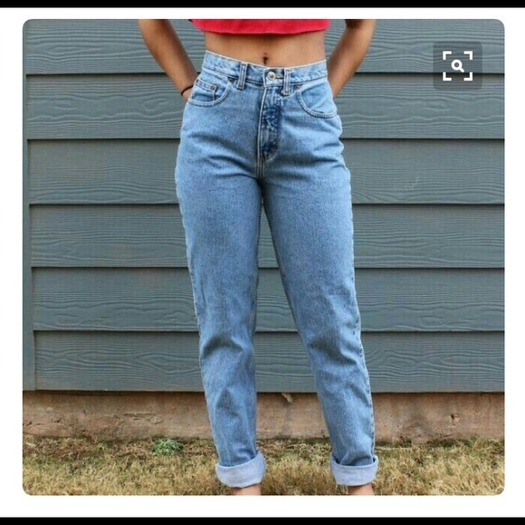 51 off levi 39 s denim mom jeans levi 39 s 505 straight leg high waist from thelma jean 39 s closet. Black Bedroom Furniture Sets. Home Design Ideas