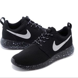 Women's Nike Roshe Run black mesh ink spot NIB 8