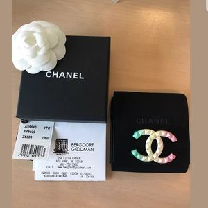 BNIB Chanel Rainbow Brooch Cuba Collection 2017 💋