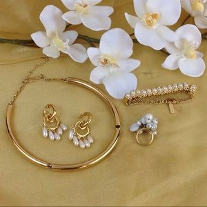 Gorgeous Fashion Jewelry Set in Gold
