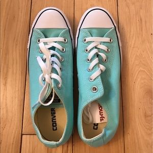 ✨NWT ✨Converse Chuck Taylor All Star Low Tops