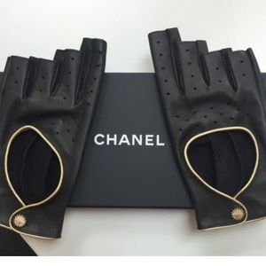 NWT Chanel Leather Fingerless Driving Gloves!