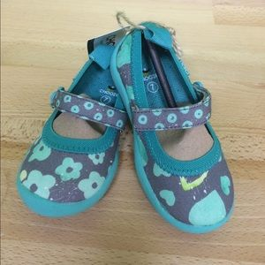 Chooze Other - Teal Flower & Hearts Chooze Shoes Toddler Girls