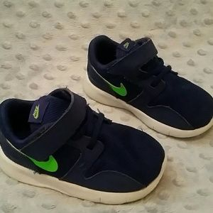 Nike Other - Nike shoes size 6