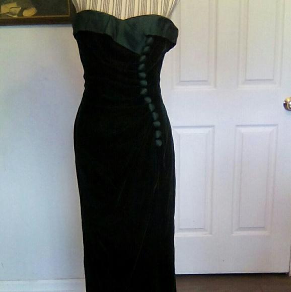 Saks Fifth Avenue Sedasi Green Velvet Gown Sz 10   Poshmark