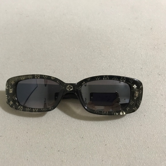 609537557d54 Louis Vuitton Accessories - Vintage Italy Made Sunglasses 😎