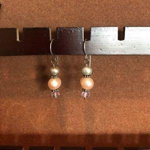 Jewelry - Pearl dangly earrings