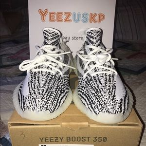 Yeezy boost 350 v2 (copper) Shoes for sale in Others, Kuala Lumpur