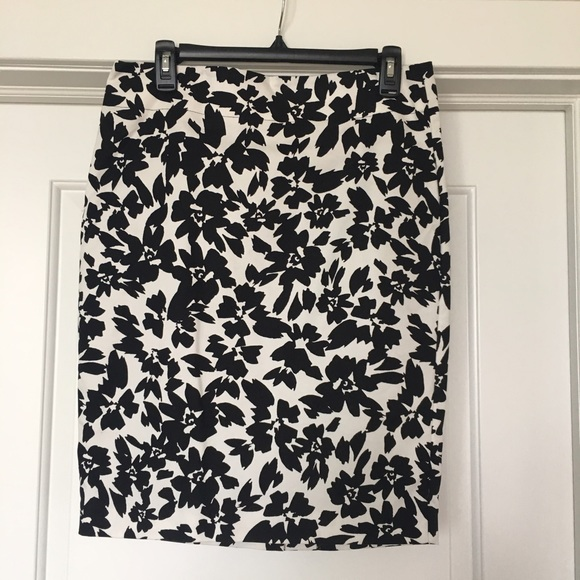 67 loft dresses skirts black and white floral