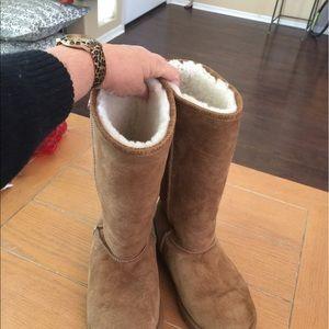 Emu Shoes - Emu boots. Tan