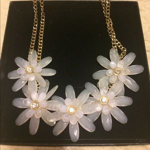 Jewelry - 🌺 Beautiful Flower Necklace 🌺