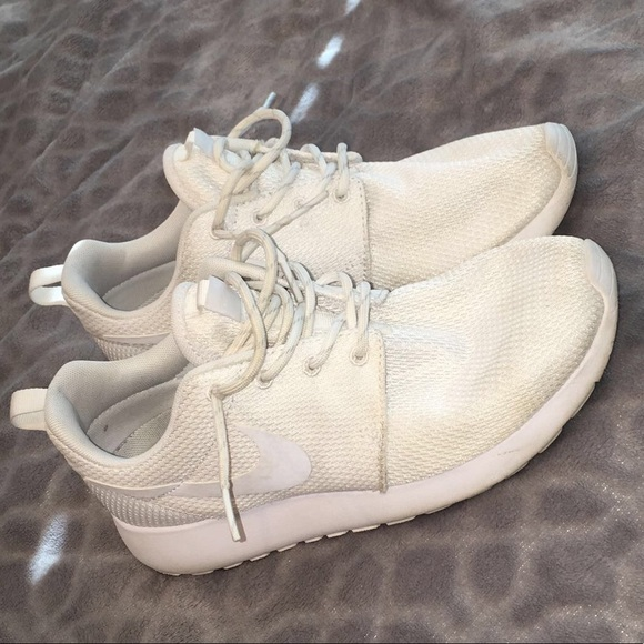 Using Bleach Wipes For White Shoes