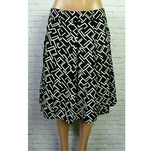 Larry Levine Dresses & Skirts - Larry Levine Black & White Pleated Midi Skirt
