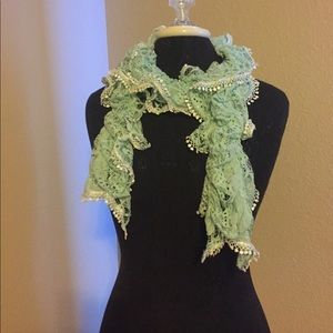 2 Chic Accessories - Lovely lace scarf in mint with Pom Pom trim
