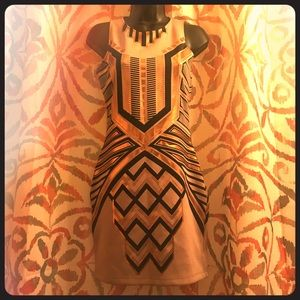 Dresses & Skirts - Stunning Patterned Sleeveless Dress with Detail
