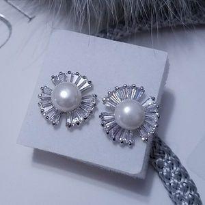 Jewelry - White Crystal Pearl Stud Earrings