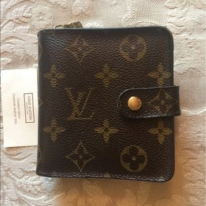 Louis Vuitton Handbags - Louis Vuitton zip billfold