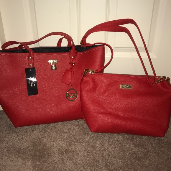 f55ab25bbe19 2-piece BCBG purse set