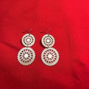 other Jewelry - Delicate dangle earrings in a white and gold color