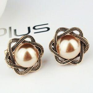 Jewelry - Galaxy Golden Pearl Stud Earrings