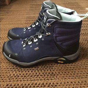 Ahnu Shoes - Ahnu Women's Montara Hiking Boot