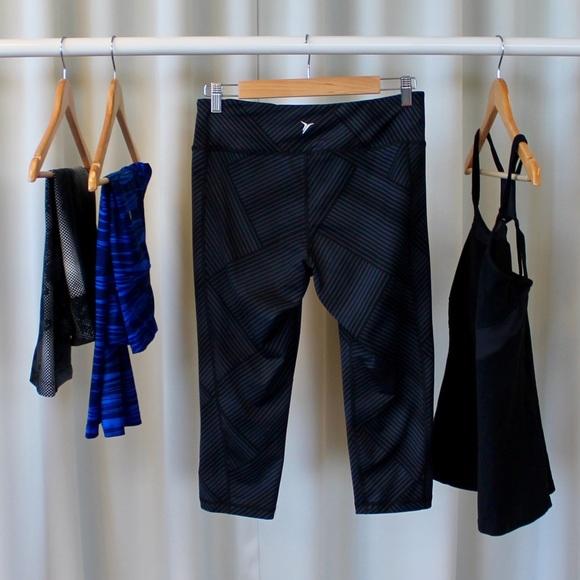Old Navy Pants - Dark Gray Patterned Cropped Activewear Leggings