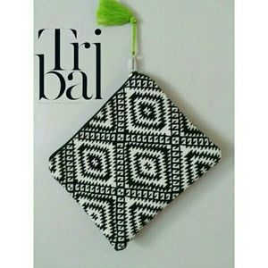 2 Chic Handbags - !TRENDING! Aztec Print Make-up Bag/Clutch