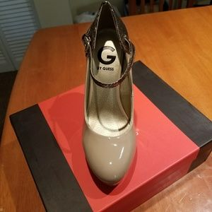 Size 6 G by Guess platform nude pumps