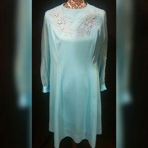 Vintage 70's blue shift dress w/ flower applique