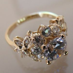 Jewelry - 14k Solid Yellow Gold Engagement Ring flower