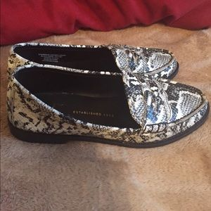 Black and white leather snake skin shoes