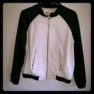 Ellen Tracy Jackets & Blazers - Ellen Tracy black and white bomber jacket sz large
