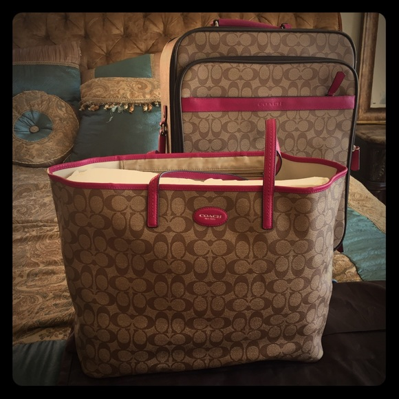 6e8af5bdf8cf Coach Handbags - Coach Rolling Luggage with extra large Travel Tote