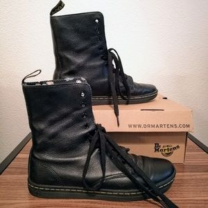 Dr. Martens Shoes - 🆕Dr. Martens Boots AirWair with Bouncing Soles