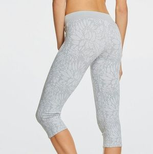 9c32b8cdda028a Fabletics Pants - 🌸NWT! Fabletics Sebastian Seamless tights