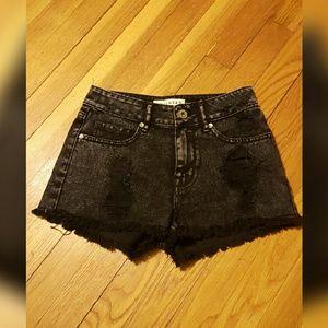 Bullhead Pants - High waisted distressed shorts